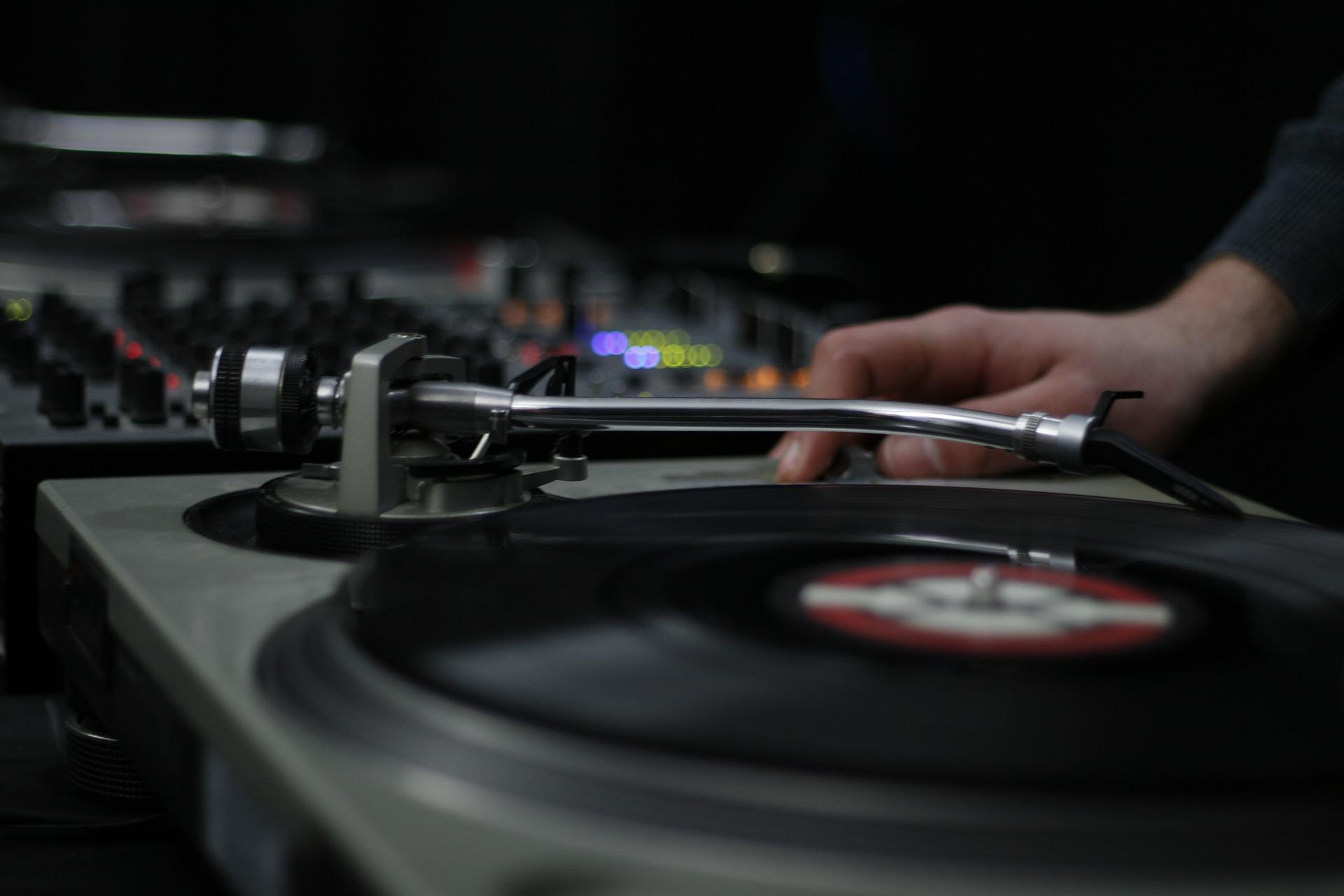 Muzyka elektroniczna prosto z winyla